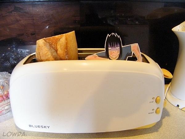 Sasuke VS Toaster by MlleLowra