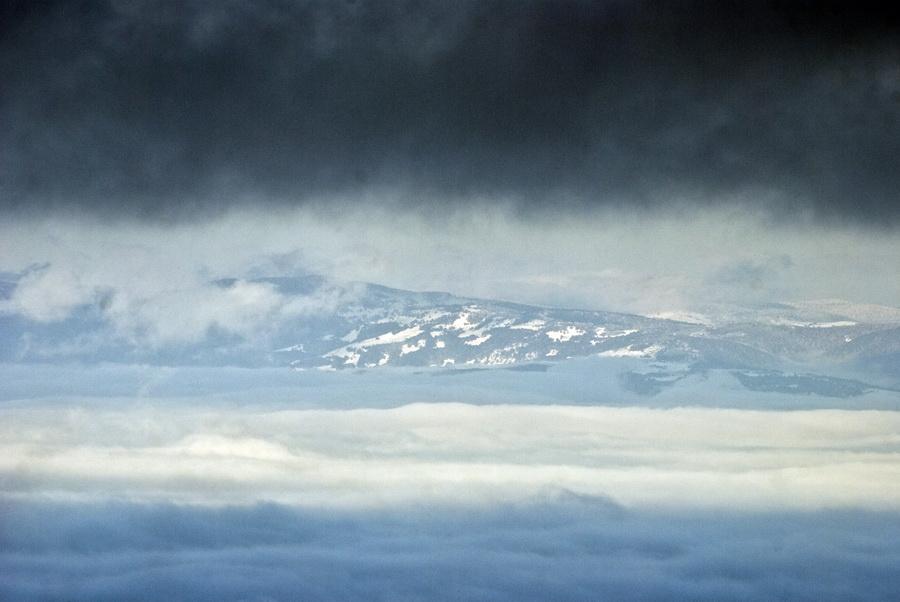 Planina_iznad_oblaka_by_LordBalder.jpg