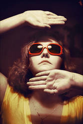 red glasses by Elipa