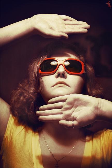 red glasses by Elipa - Avatar Bulmaca