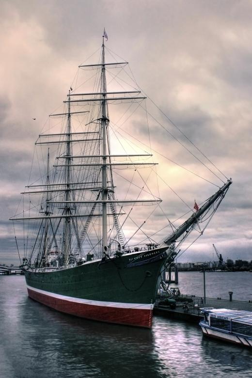 sailing ship by shuffl3