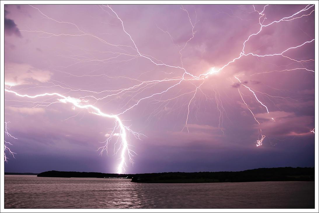 Lightning by kezz
