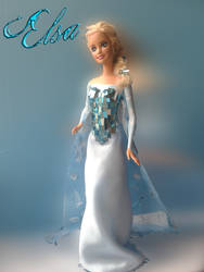 Barbie repaint: Elsa from Frozen