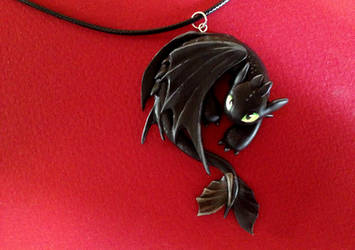 Toothless Necklace by Gatobob
