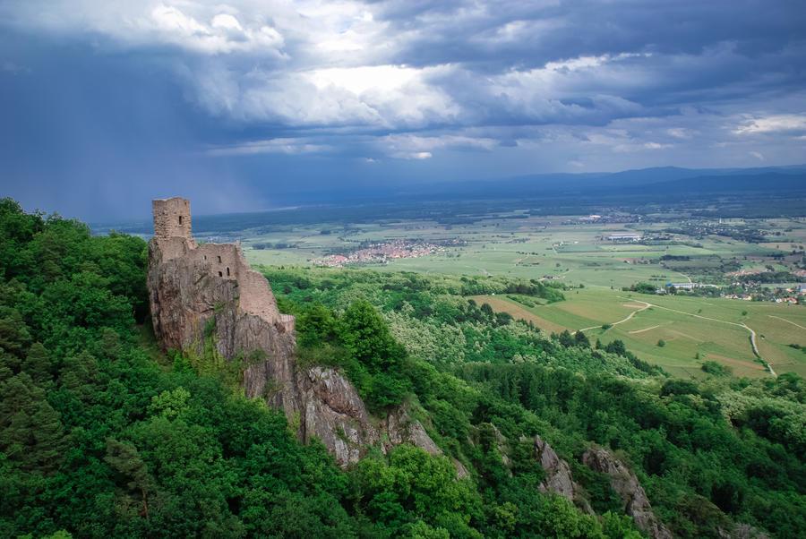 Ruines Castle by XyerArt