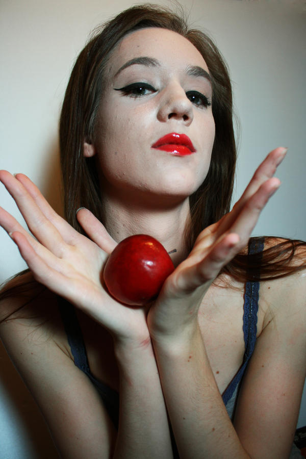 Snow White 6 by carpenoctem410