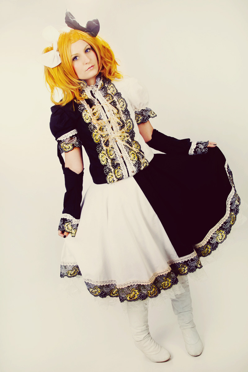 Vocaloid: Rin 8 by Amapolchen