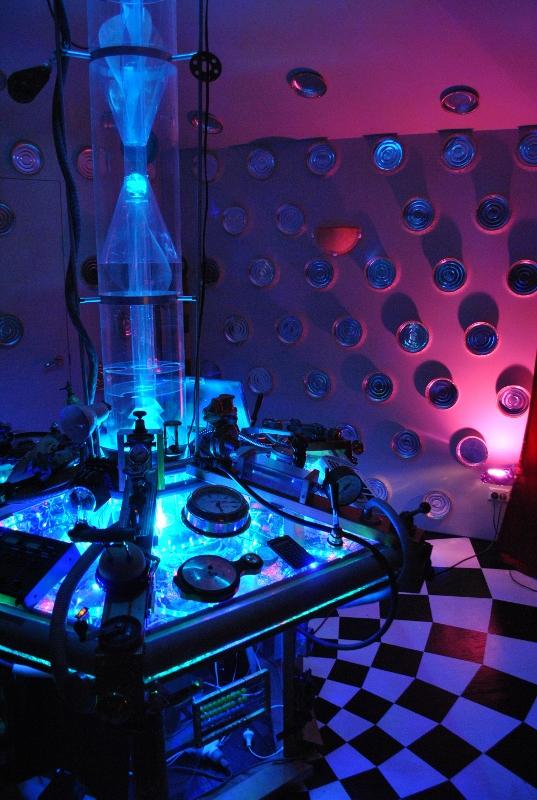 Custom TARDIS Console Room by crazyfoalrus
