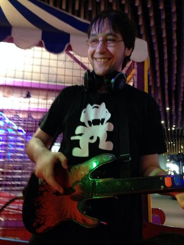 Bodil40 Playing guitar Hero (I think...??) by InSaNiTySBA ...