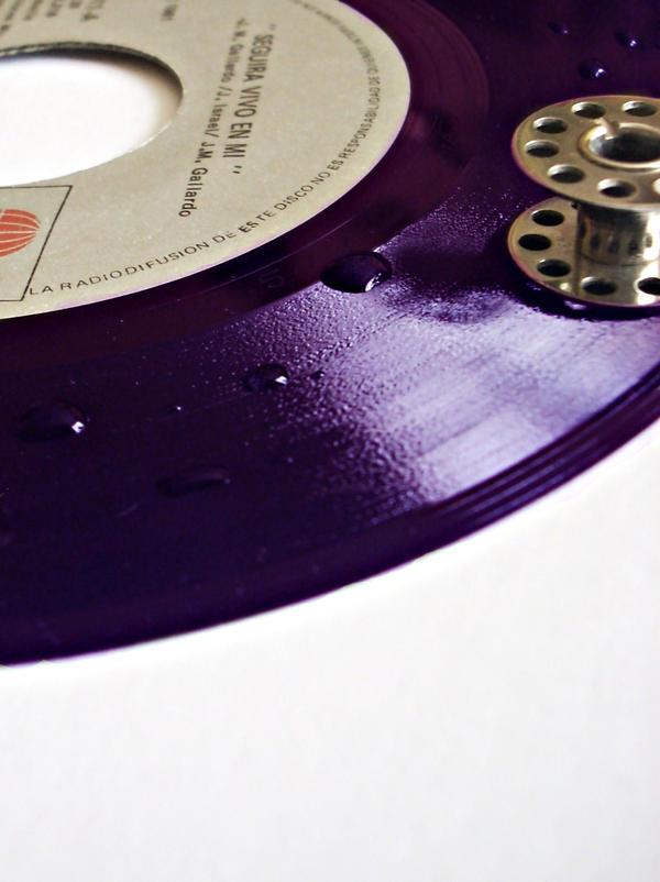 Gotas de vinyl by butterfly-maiden