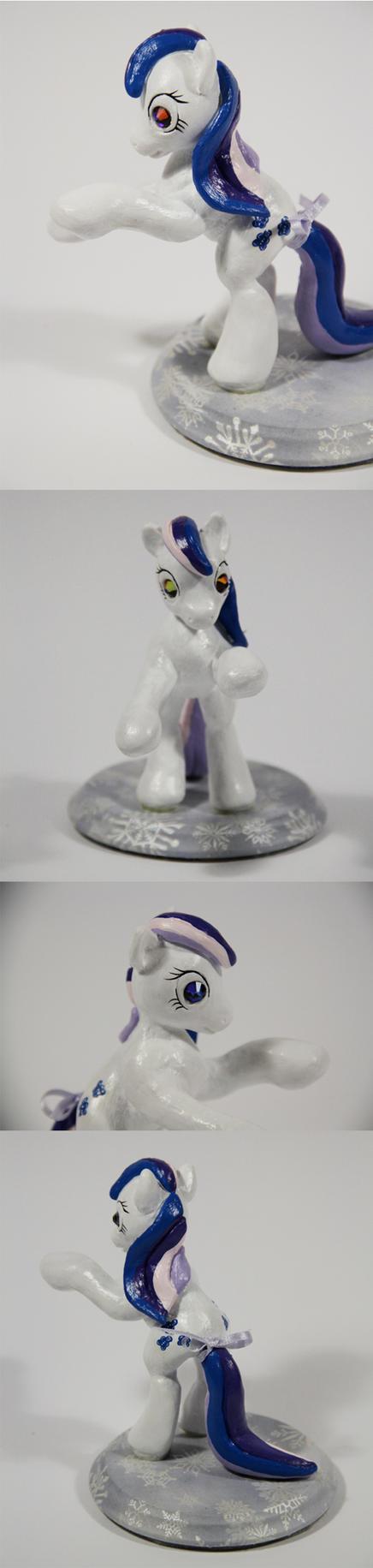 Gingerbread - Twinkle eyed pony in g4 pose (2) by elfenkatze