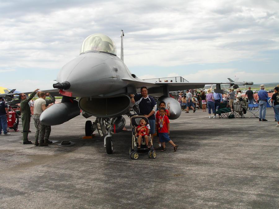 F-16 Fighting Falcon by Grafix71