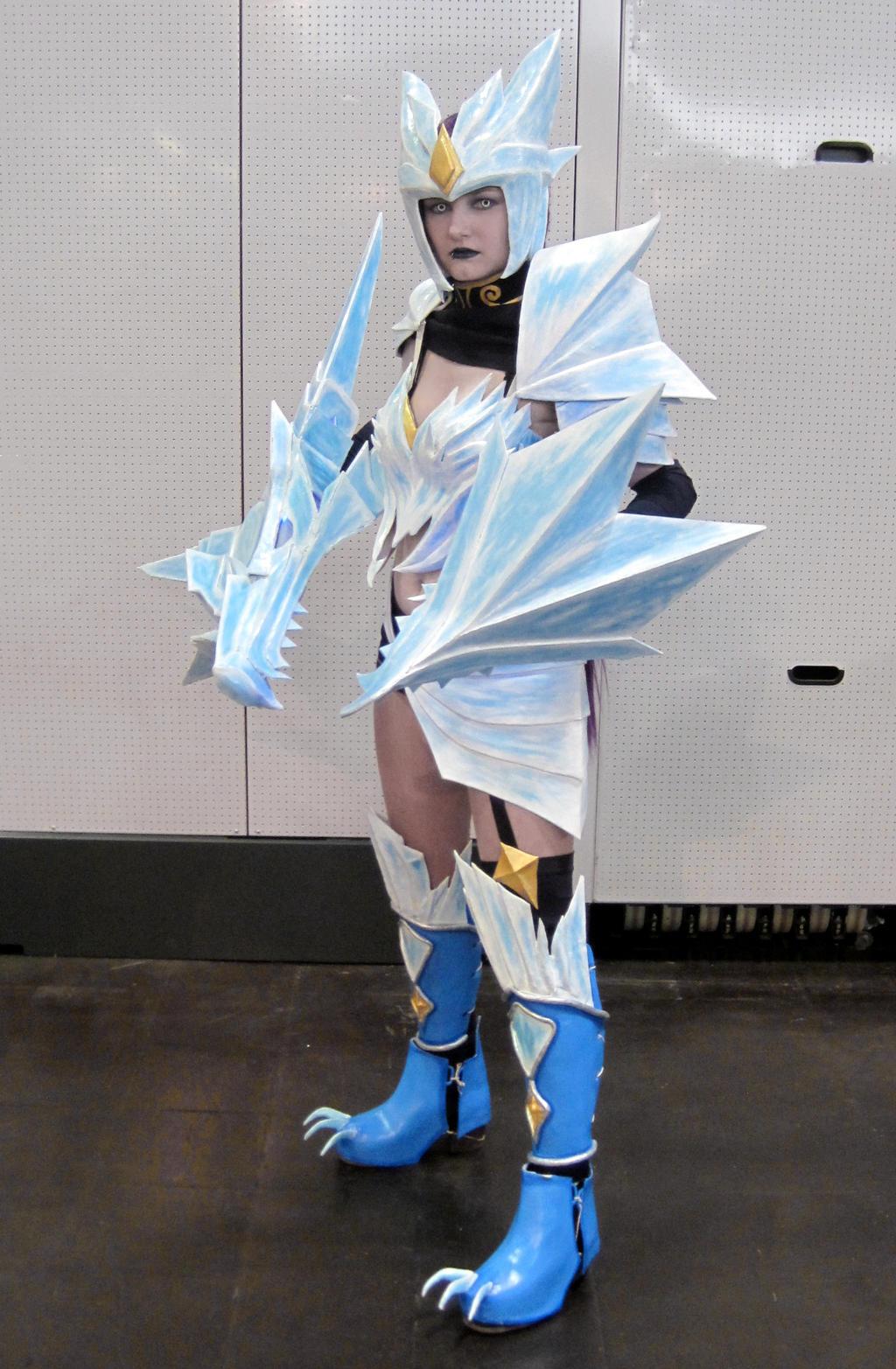ice drake shyvana cosplay - photo #1