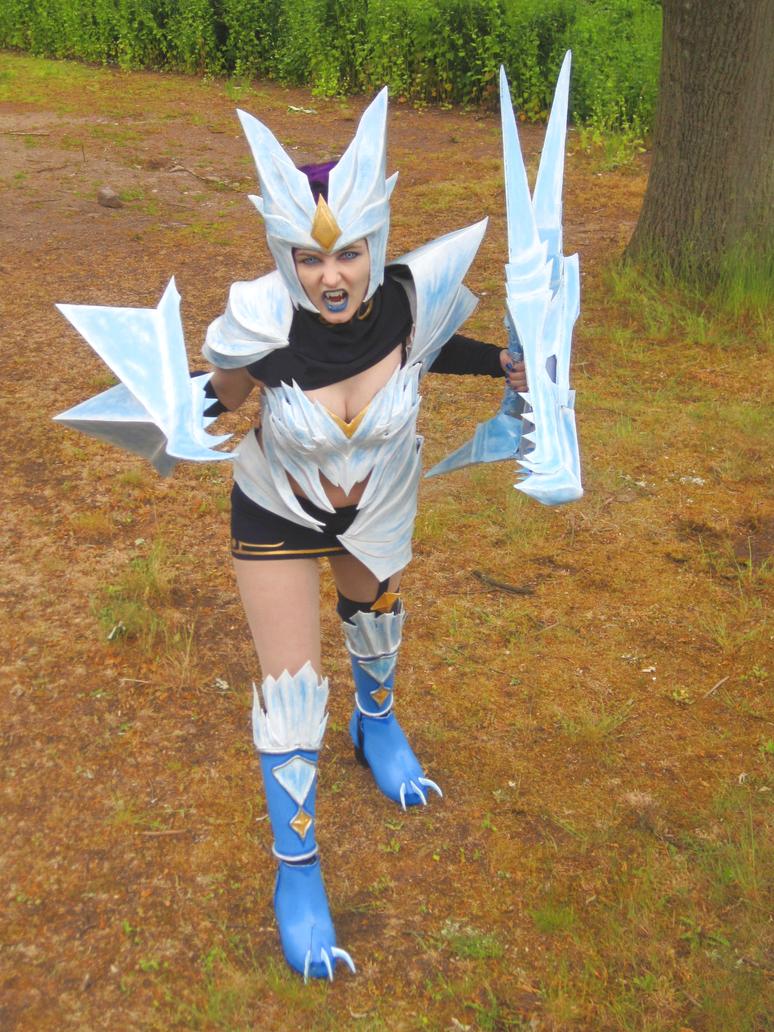 ice drake shyvana cosplay - photo #16