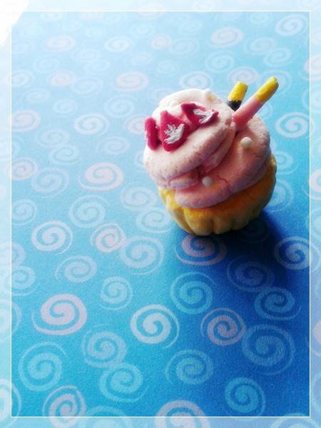 strawberry cupcake with pocky2 by sparklingz-sugar