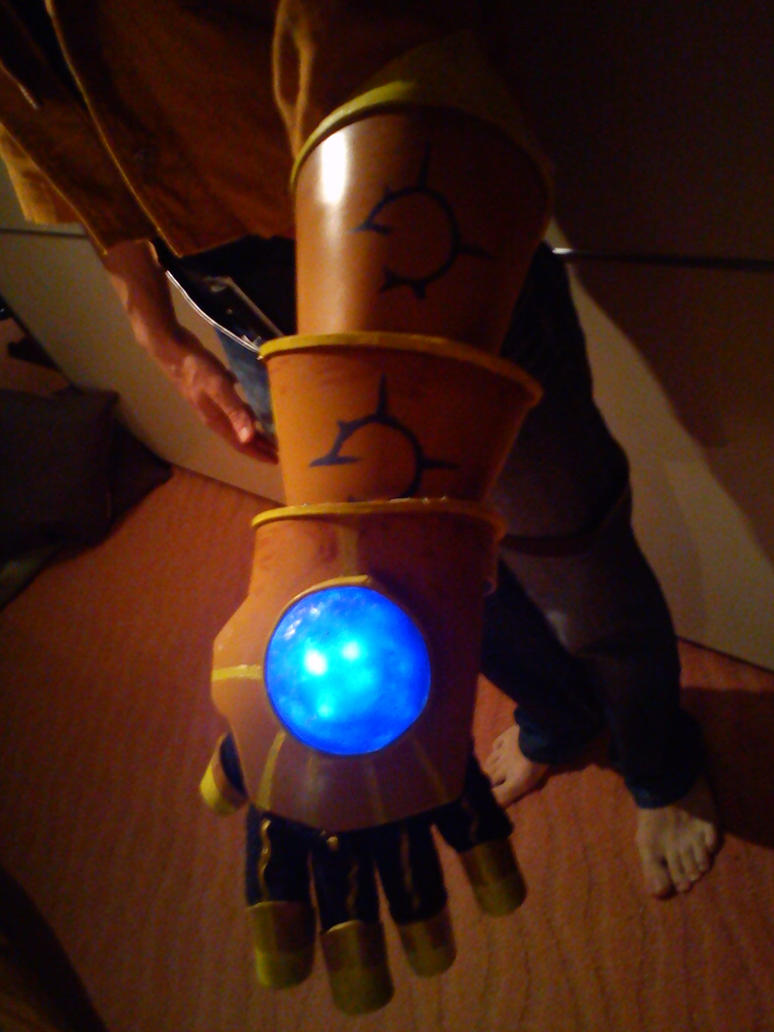 Ezreal Gauntlet by DanTheblackcat