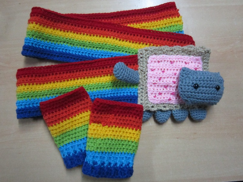 Nyan Cat Scarf Crochet Pattern Free : Nyan Cat scarf and gloves by nanao-nekoi on DeviantArt
