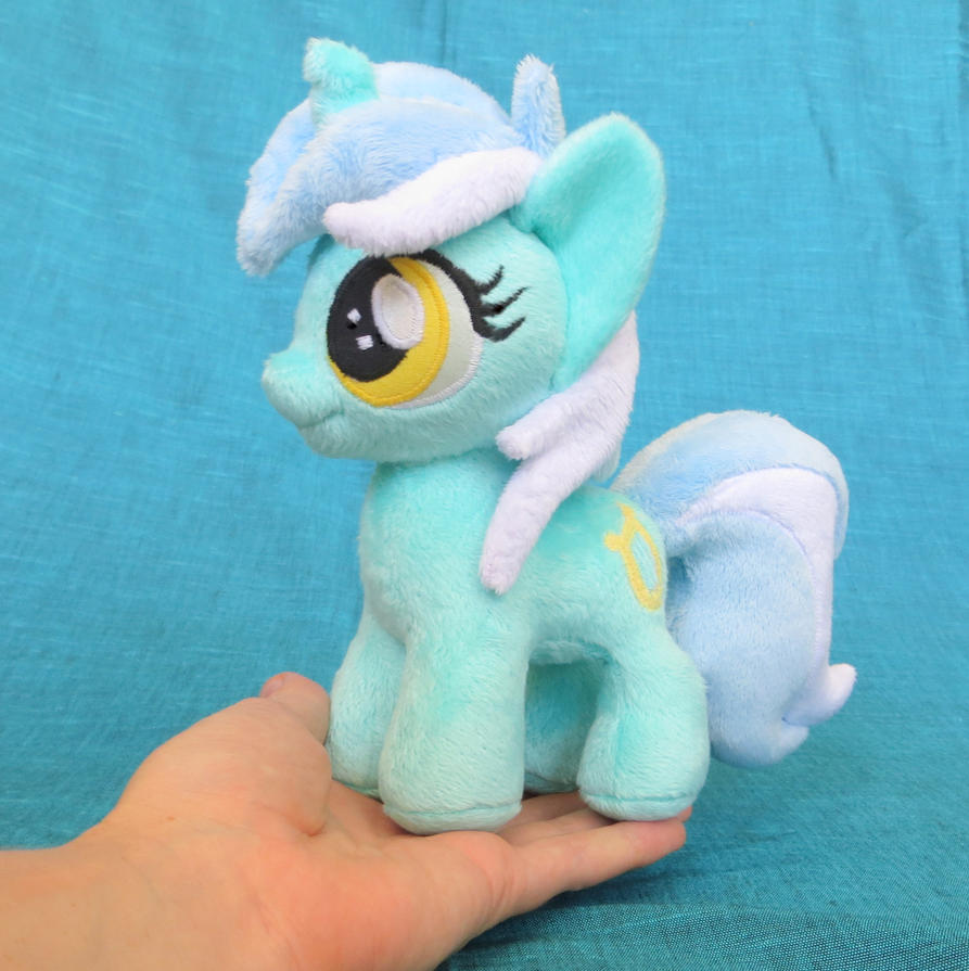 Lyra Mini by fireflytwinkletoes