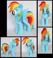 Rainbow Dash by fireflytwinkletoes