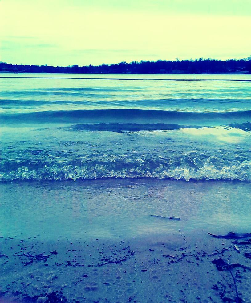 Blue waves by kaceymears