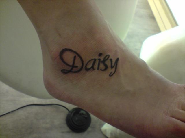 Afbeeldingsresultaat voor daisy name tattoo
