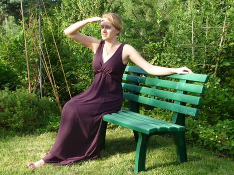lady - garden bench 3