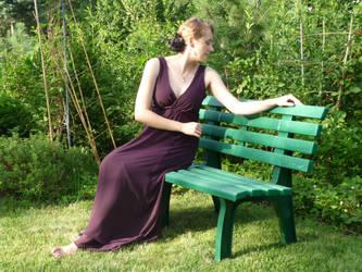 lady - garden bench 4