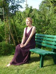 lady - garden bench 6