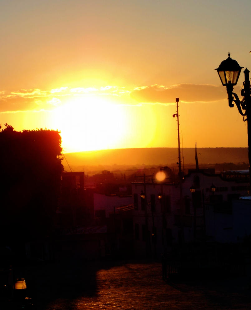 sol en la plaza by Alexxxhunt