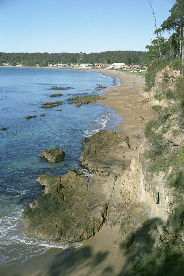 Beach from the headland by imroy