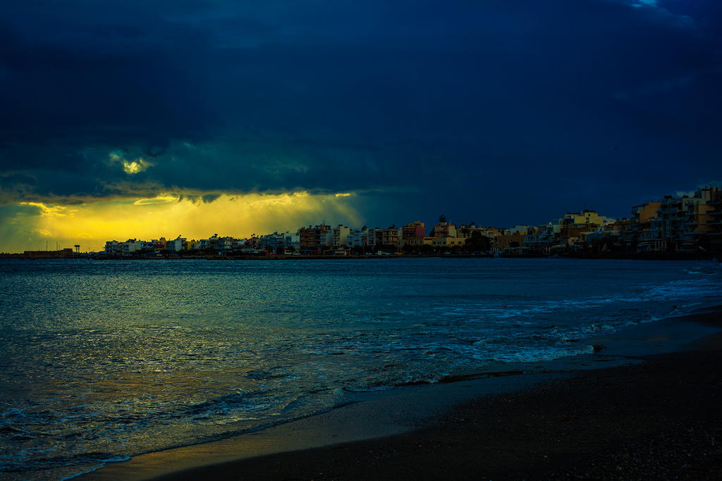 Storm is coming by almacheras