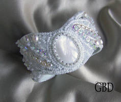 White peacock bracelet by gbdreams