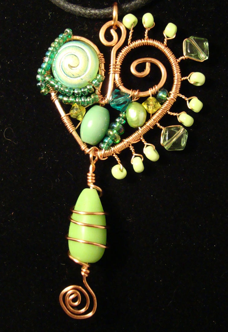 green heart glass beaded pendant by alchemymeg