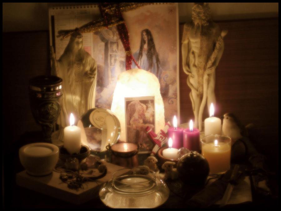 Домашние алтари в картинках Imbolc_Altar_2010_by_ReanDeanna