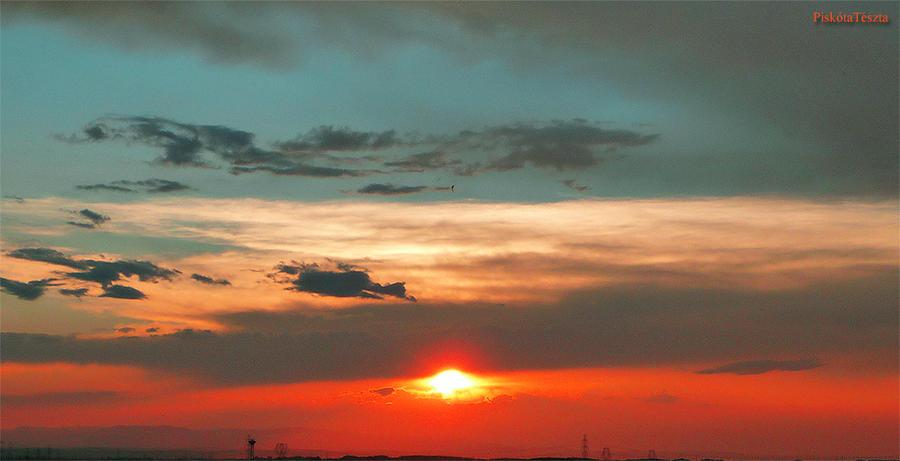 Colourful sunset by PiskotaTeszta
