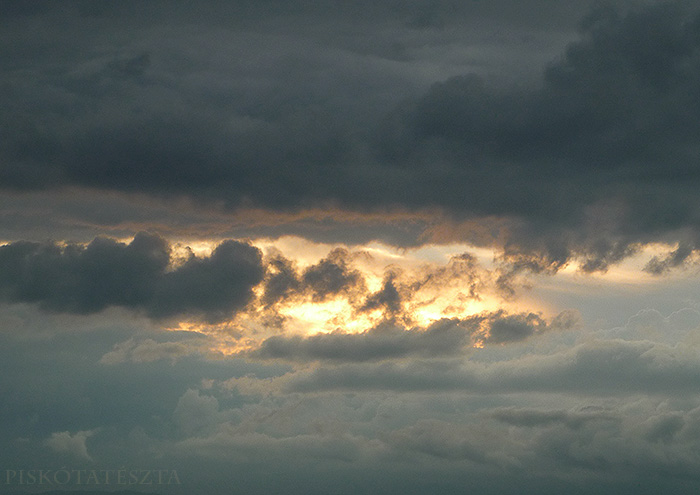 cloudy sunset by PiskotaTeszta