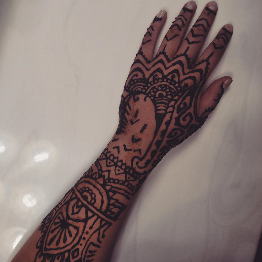 Henna Design Inspired By Rihannas Hand Tattoo By Layegua On