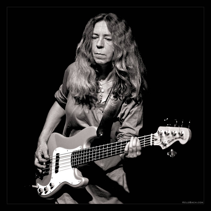 Bass Mama in B/W by KeldBach