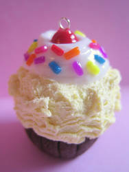 Ice cream cupcake pendant by strawberrywafers