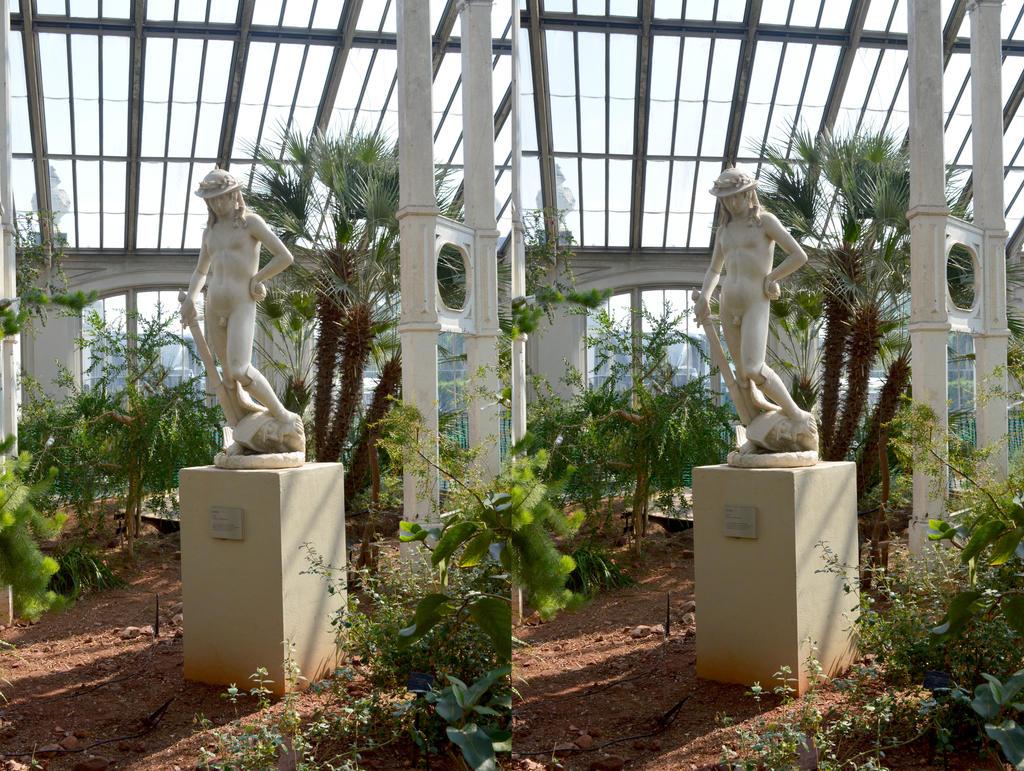 Kew Stereo Garden Statuary, David And Goliath by aegiandyad
