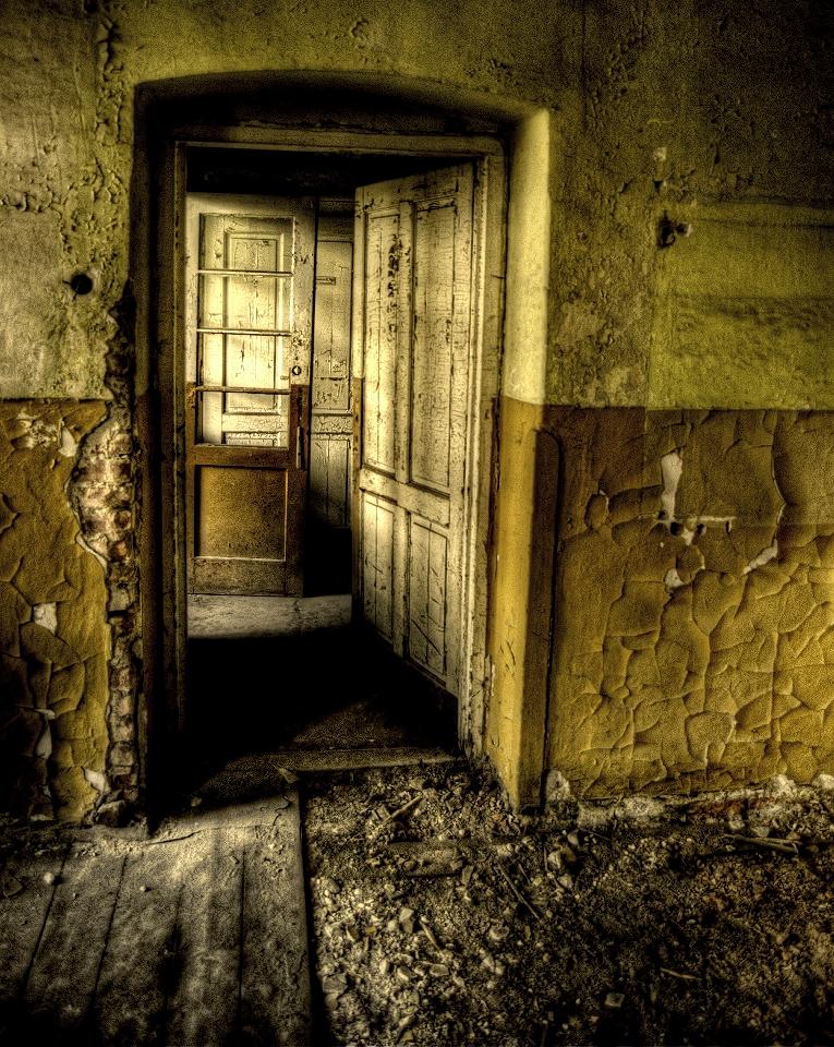 Door door door by Beezqp