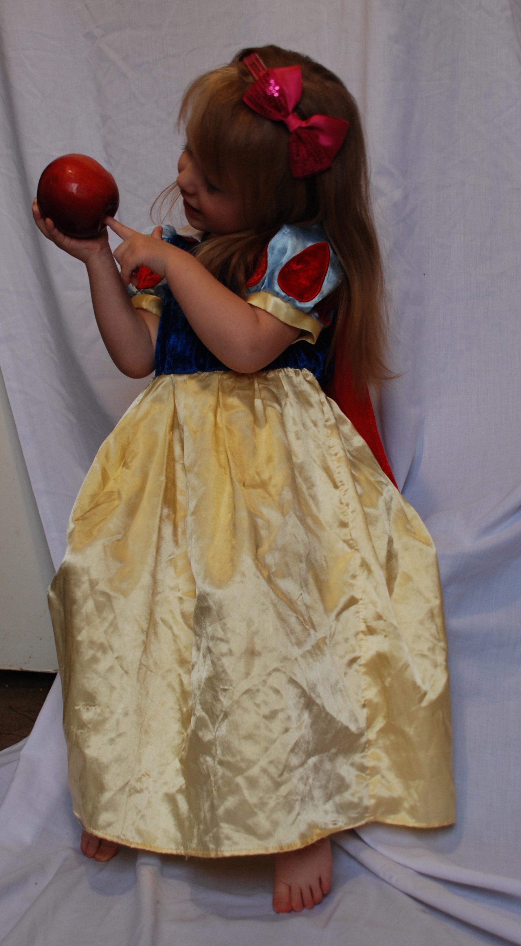 Snow White_21 by anastasiya-landa