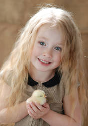 Little girl with chicken_2