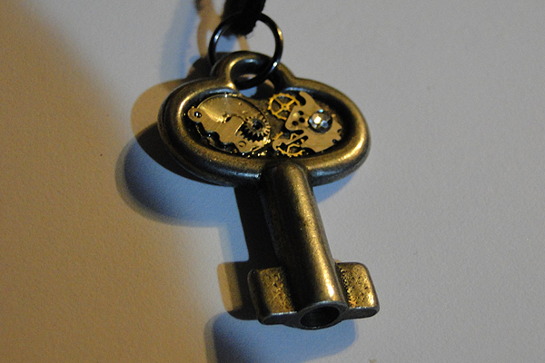 wind-up key by TayaRavena