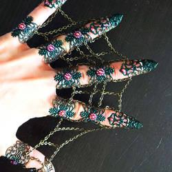 Chain webben claws by Soshartje