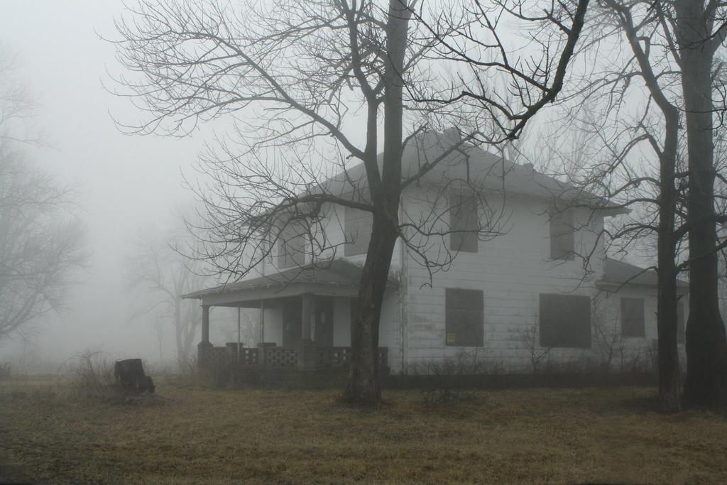 Foggy House by thirteenthman