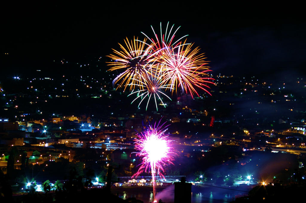 City lights: Happy New Year by Ladybug-17