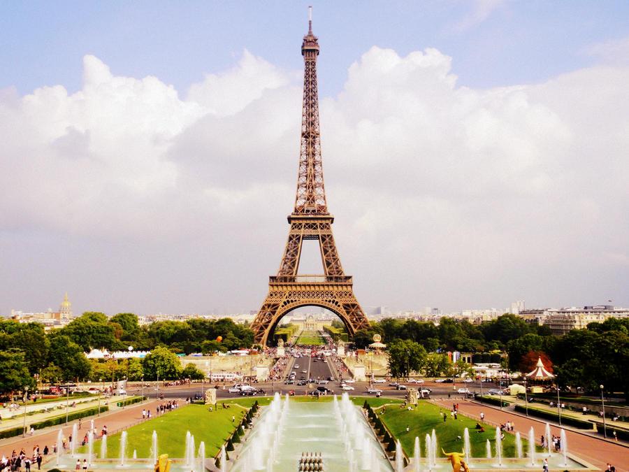 La tour eiffel paris is the capital of france there 39 s a for A l interieur de la tour eiffel