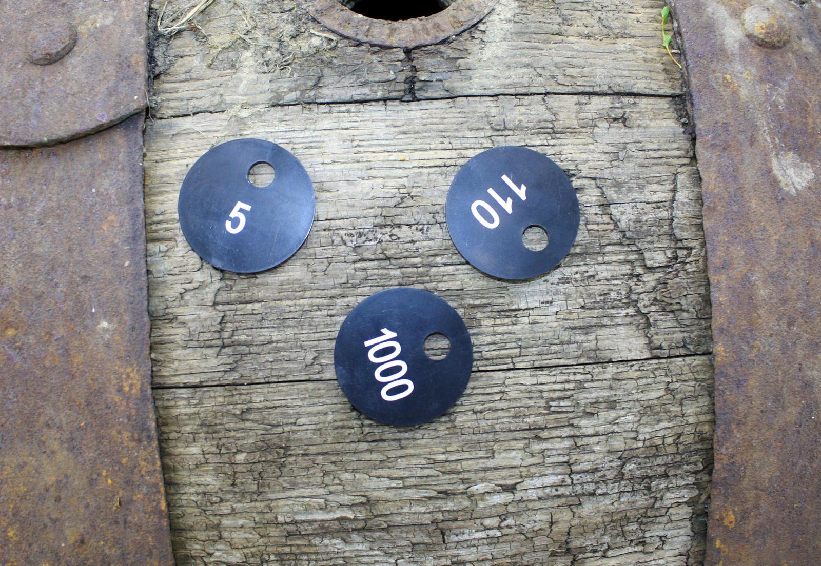 Garderobenmarken Holz by garderobenmarken