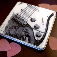 Pick tins and metal wallets
